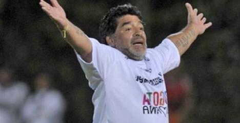 """BOMBER NEWS: Maradona picchia tutti alla """"Partita per la Pace"""""""