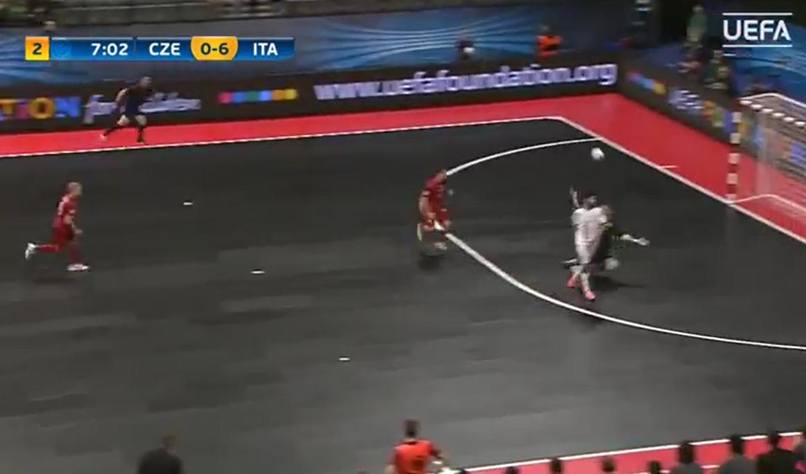 Fantastico gol di Alessandro Patias agli Euro futsal