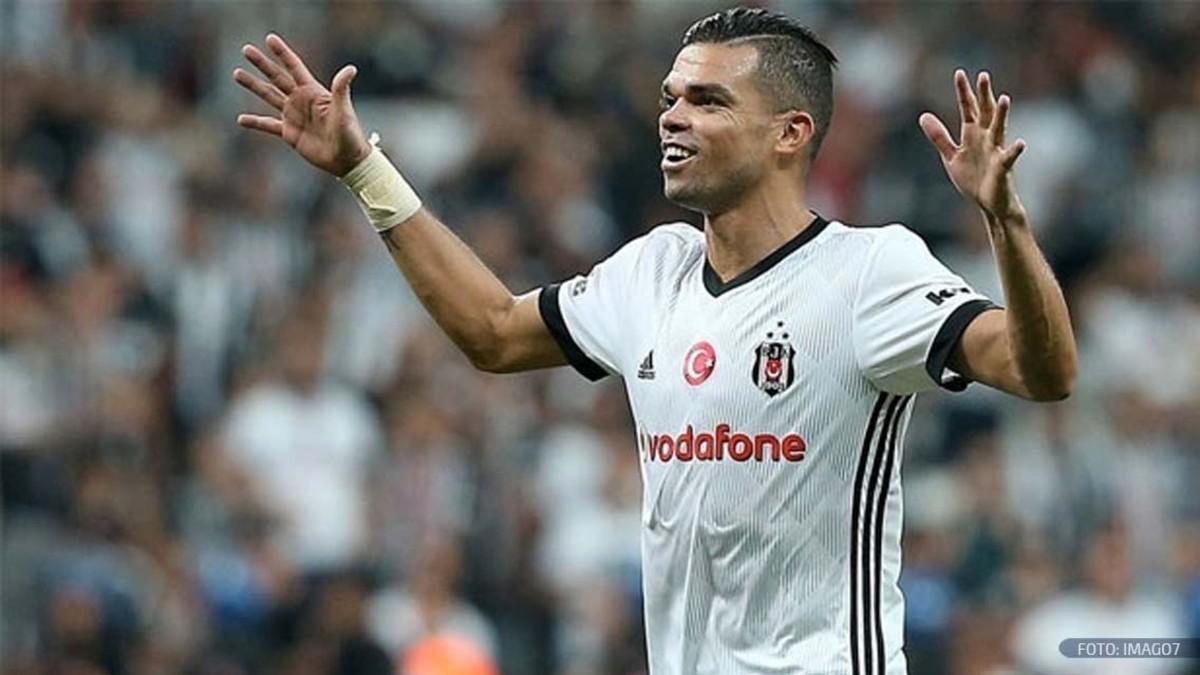 Pepe con la maglia del Besiktas