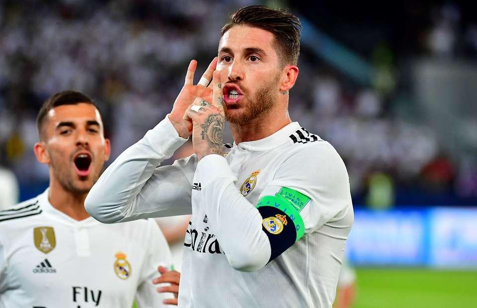 Sergio Ramos zittisce i tifosi dopo il gol in finale del mondiale per club.