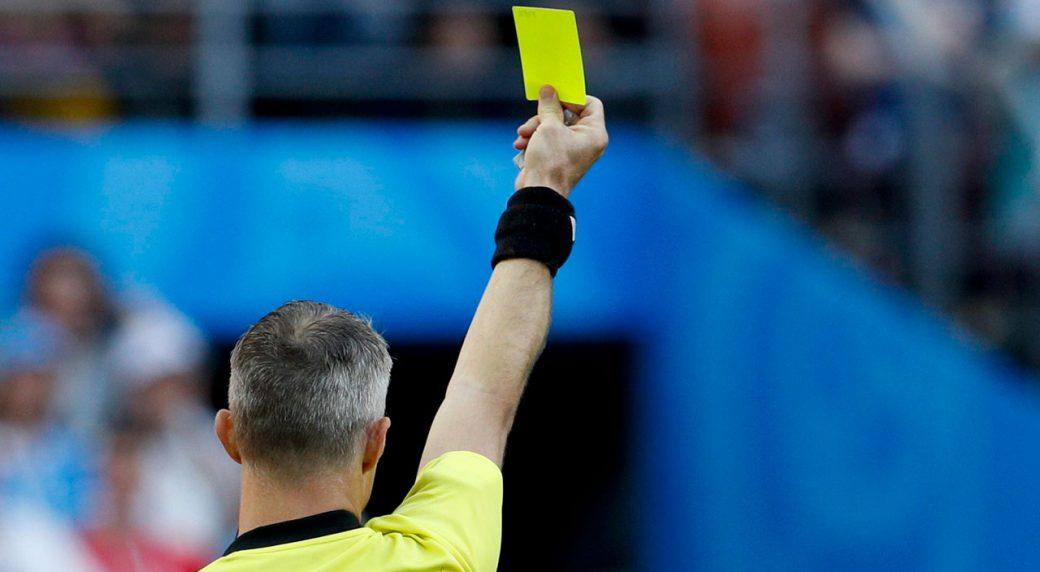 arbitri bassi danno cartellini gialli