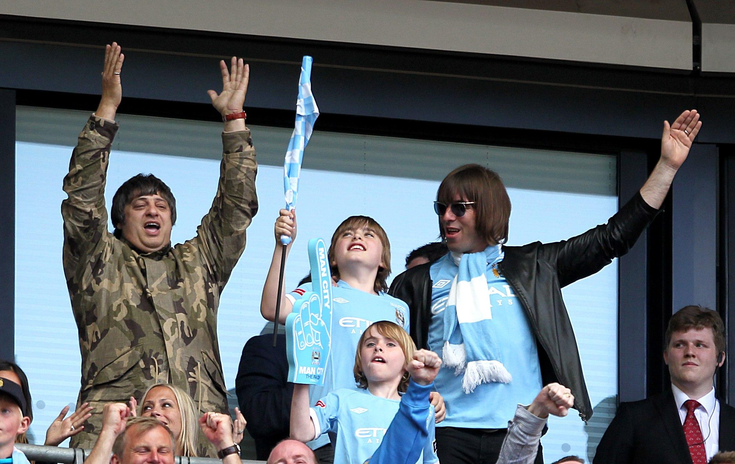 Liam Gallagher maglia Manchester City