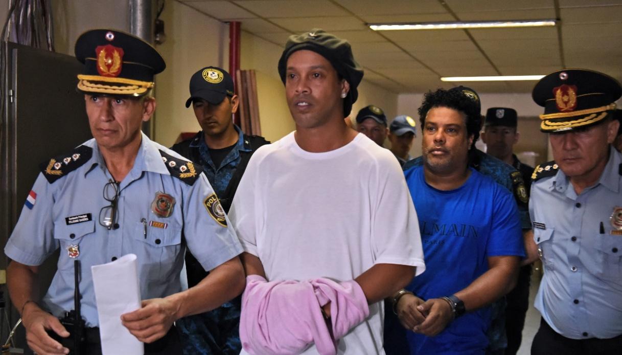 Ronaldinho resta ai comiciliari